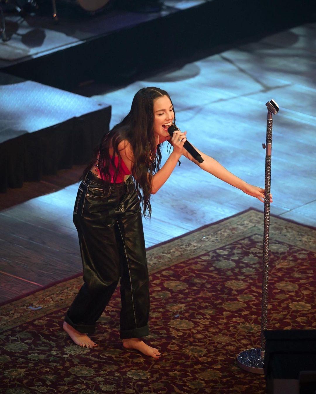 https://pics.wikifeet.com/Olivia-Rodrigo-Feet-6043412.jpg