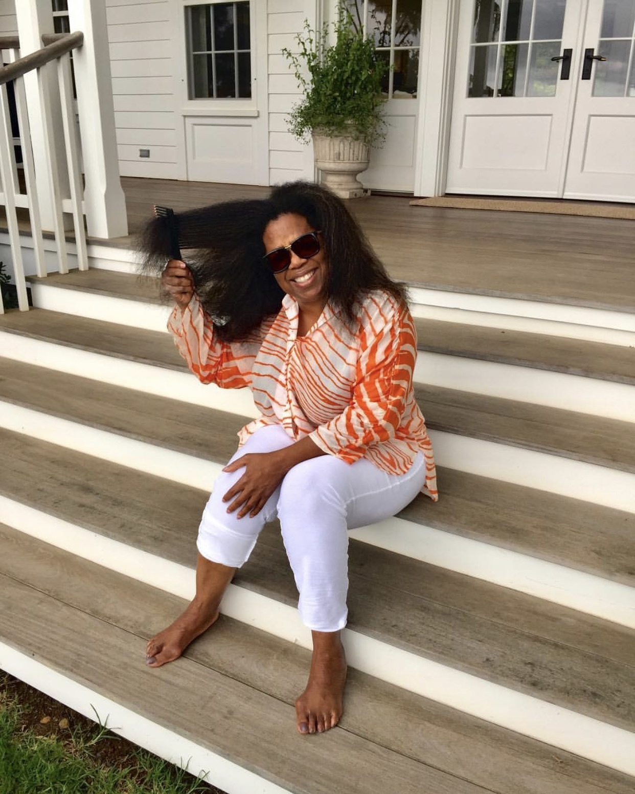 https://pics.wikifeet.com/Oprah-Winfrey-Feet-3930947.jpg