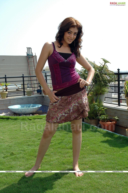 https://pics.wikifeet.com/Parvati-Melton-Feet-1486525.jpg