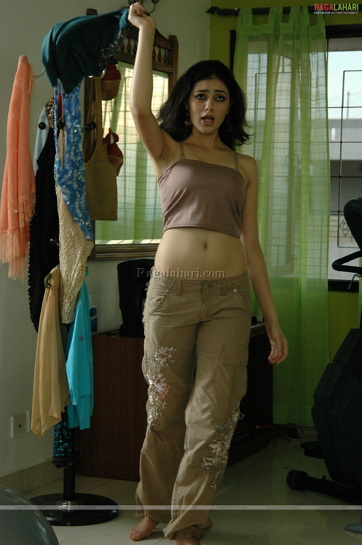 https://pics.wikifeet.com/Parvati-Melton-Feet-81643.jpg