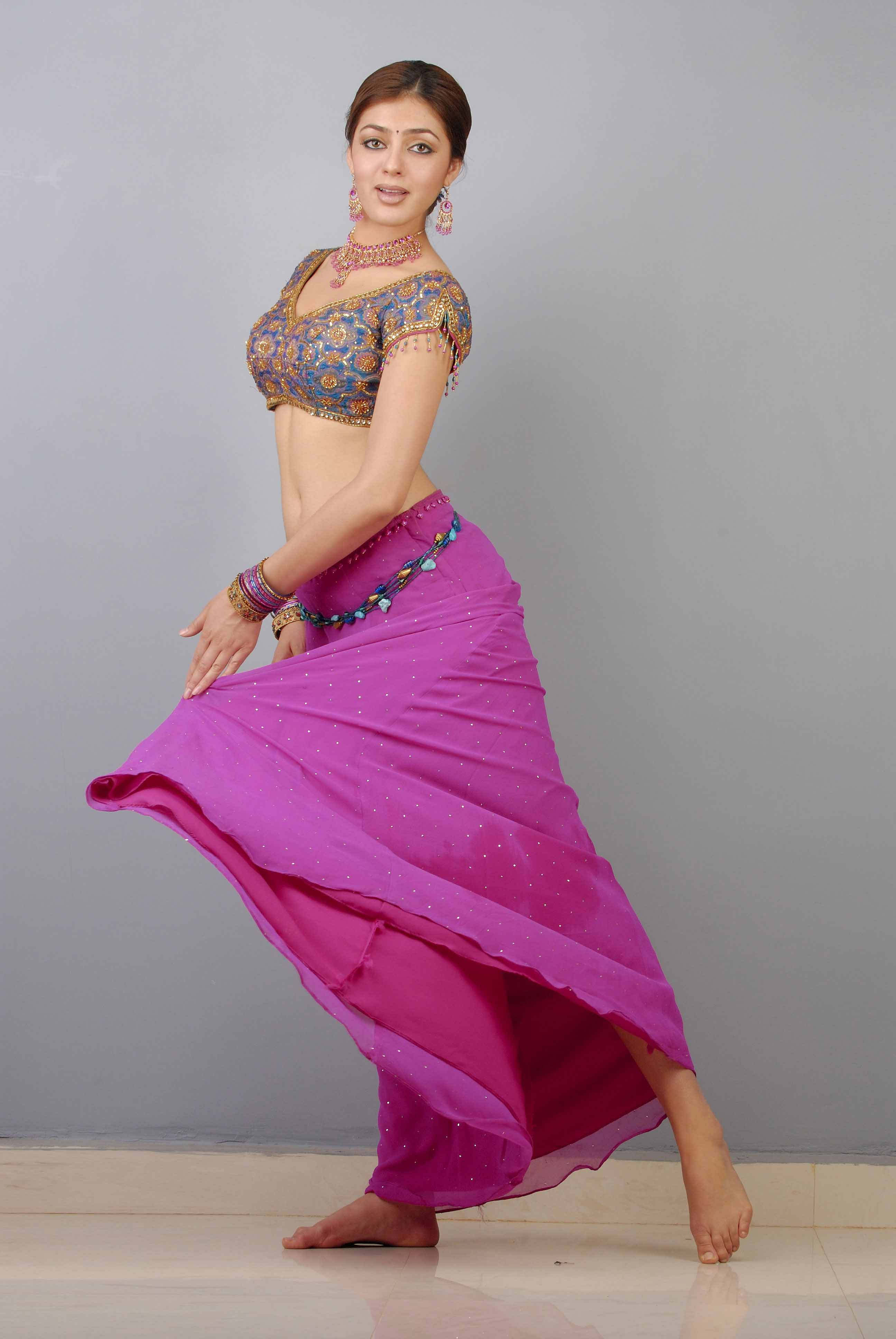 https://pics.wikifeet.com/Parvati-Melton-Feet-828108.jpg