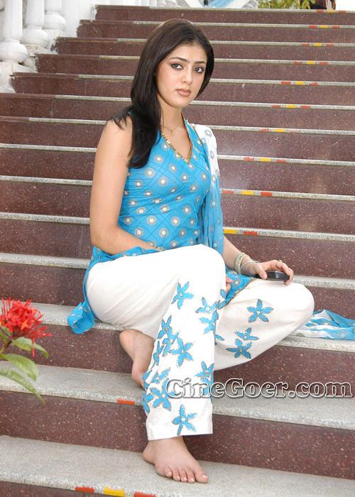 https://pics.wikifeet.com/Parvati-Melton-Feet-83597.jpg