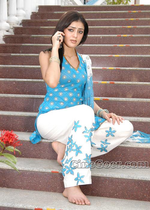 https://pics.wikifeet.com/Parvati-Melton-Feet-83598.jpg