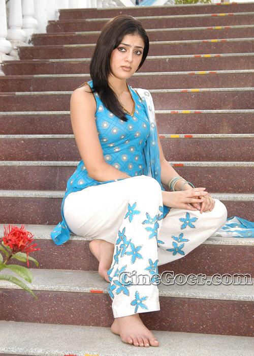 https://pics.wikifeet.com/Parvati-Melton-Feet-83599.jpg