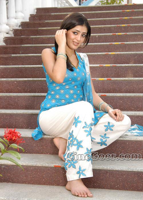 https://pics.wikifeet.com/Parvati-Melton-Feet-83600.jpg