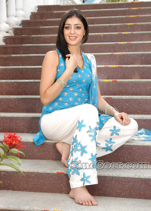 https://pics.wikifeet.com/Parvati-Melton-Feet-83601.jpg