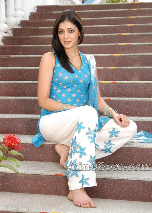 https://pics.wikifeet.com/Parvati-Melton-Feet-83602.jpg