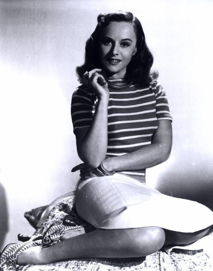 Paulette-Goddard-Feet-1075507.jpg