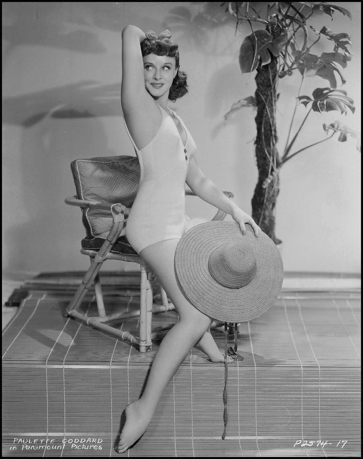 Paulette-Goddard-Feet-1209881.jpg