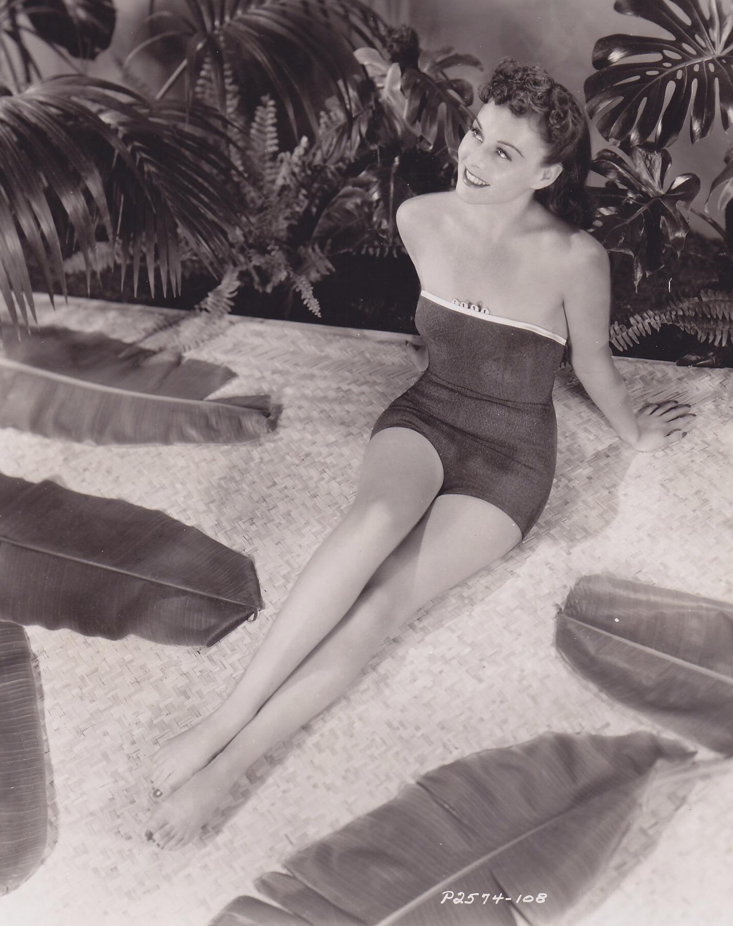 Paulette-Goddard-Feet-1266763.jpg