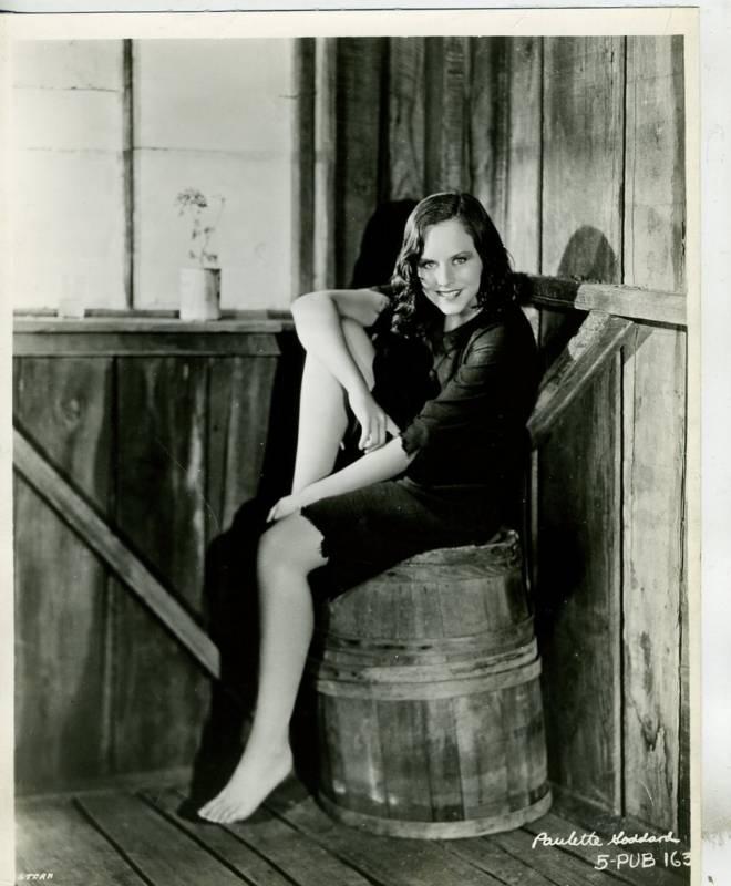 Paulette-Goddard-Feet-306892.jpg