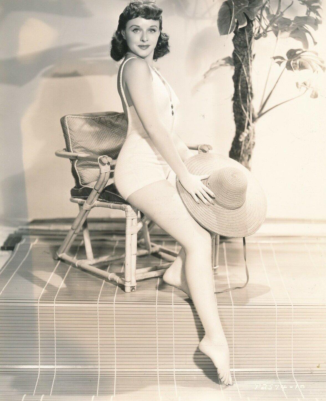 Pussy Cleavage Paulette Goddard  nude (84 images), iCloud, legs