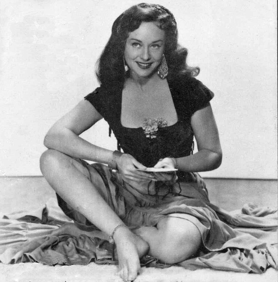 Paulette-Goddard-Feet-896198.jpg