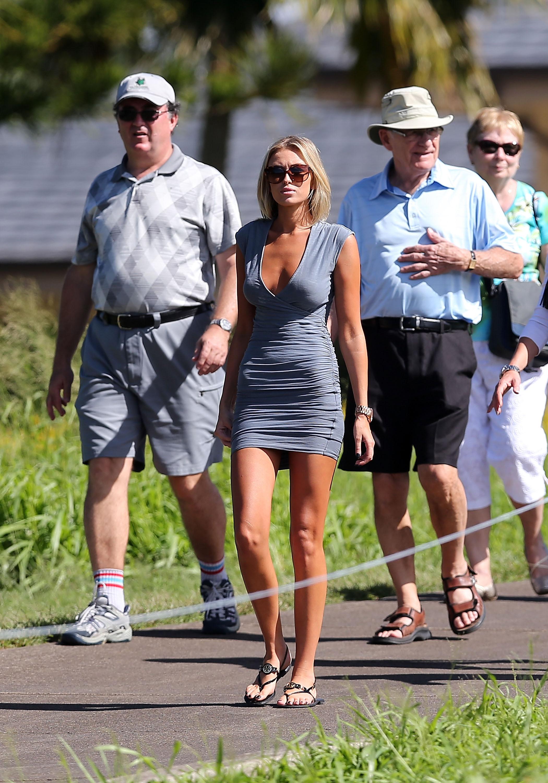Paulina Gretzky's Feet