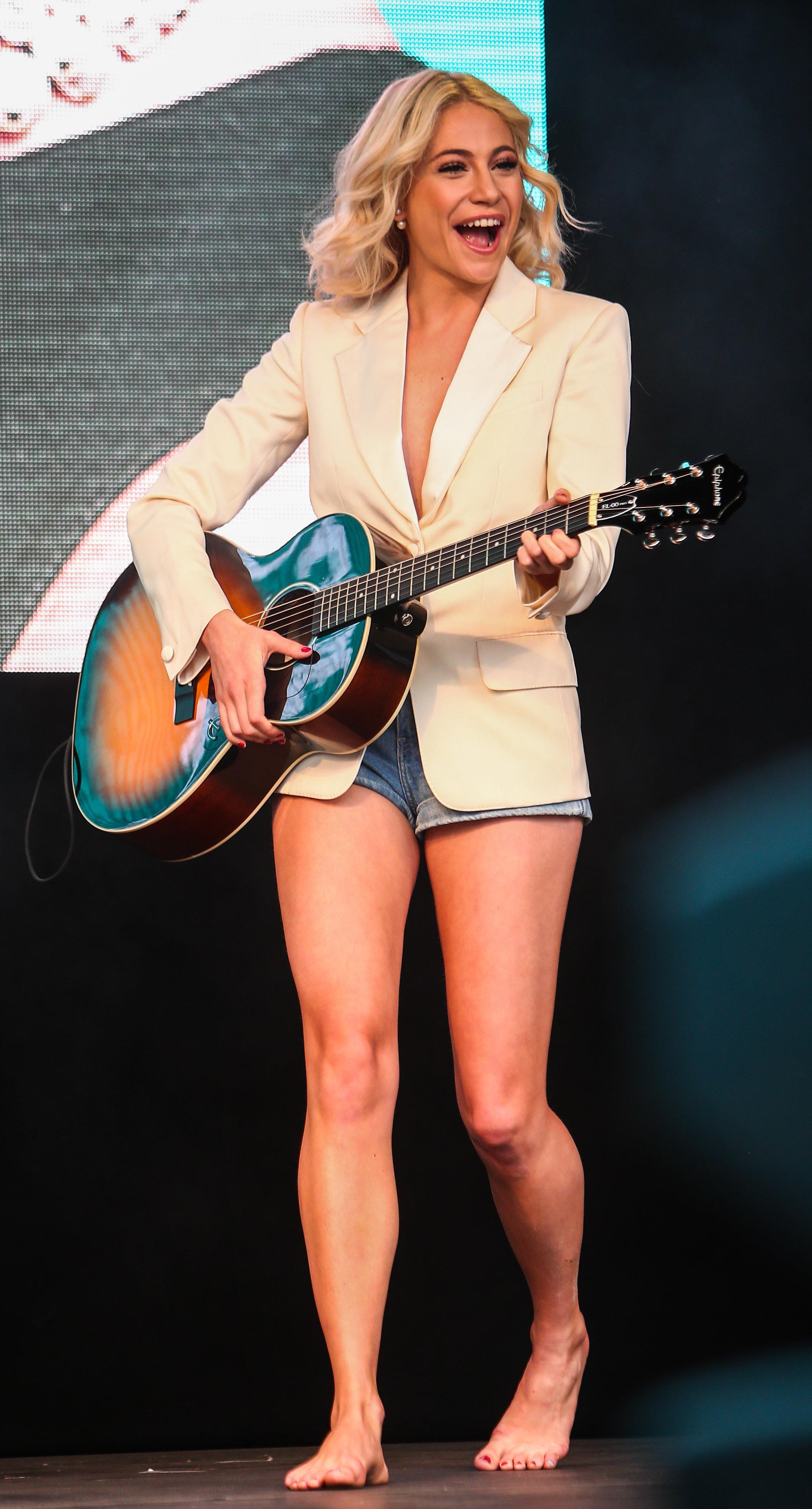 Feet Pixie Lott nude (46 photo), Sexy, Leaked, Feet, in bikini 2020