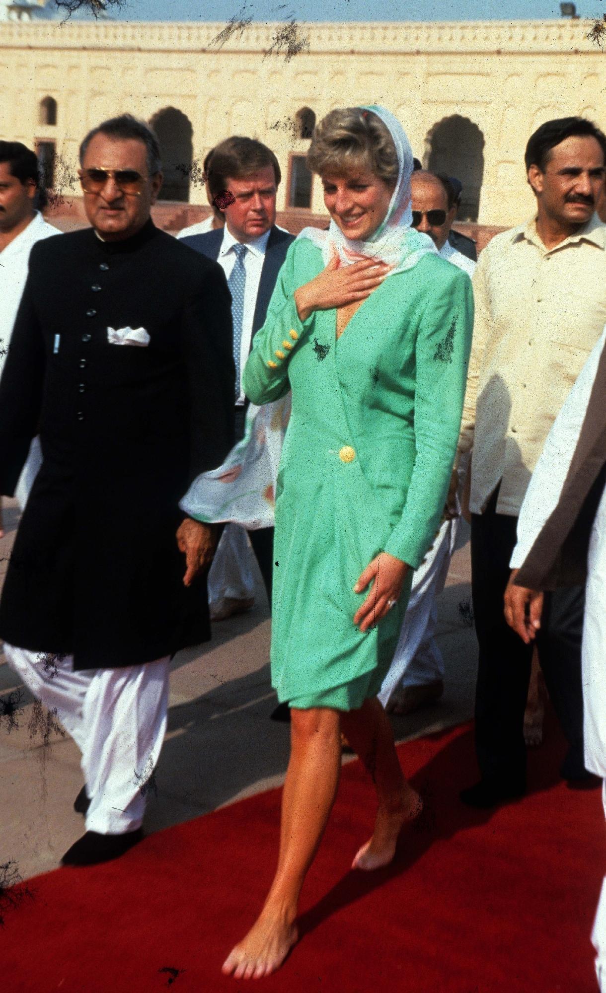 https://pics.wikifeet.com/Princess-Diana-Feet-2694701.jpg