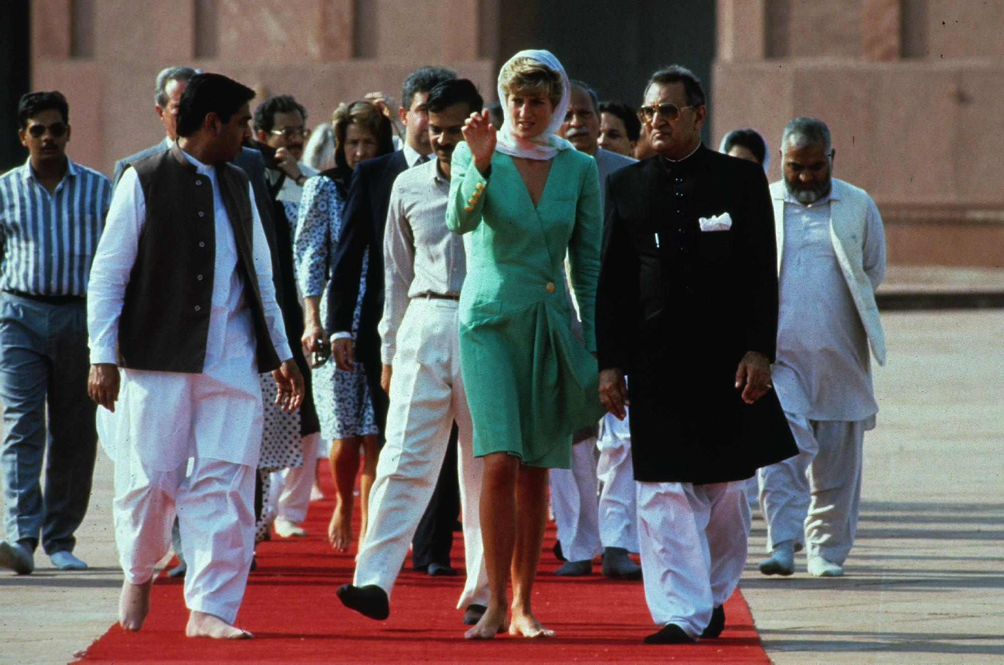 https://pics.wikifeet.com/Princess-Diana-Feet-2694702.jpg