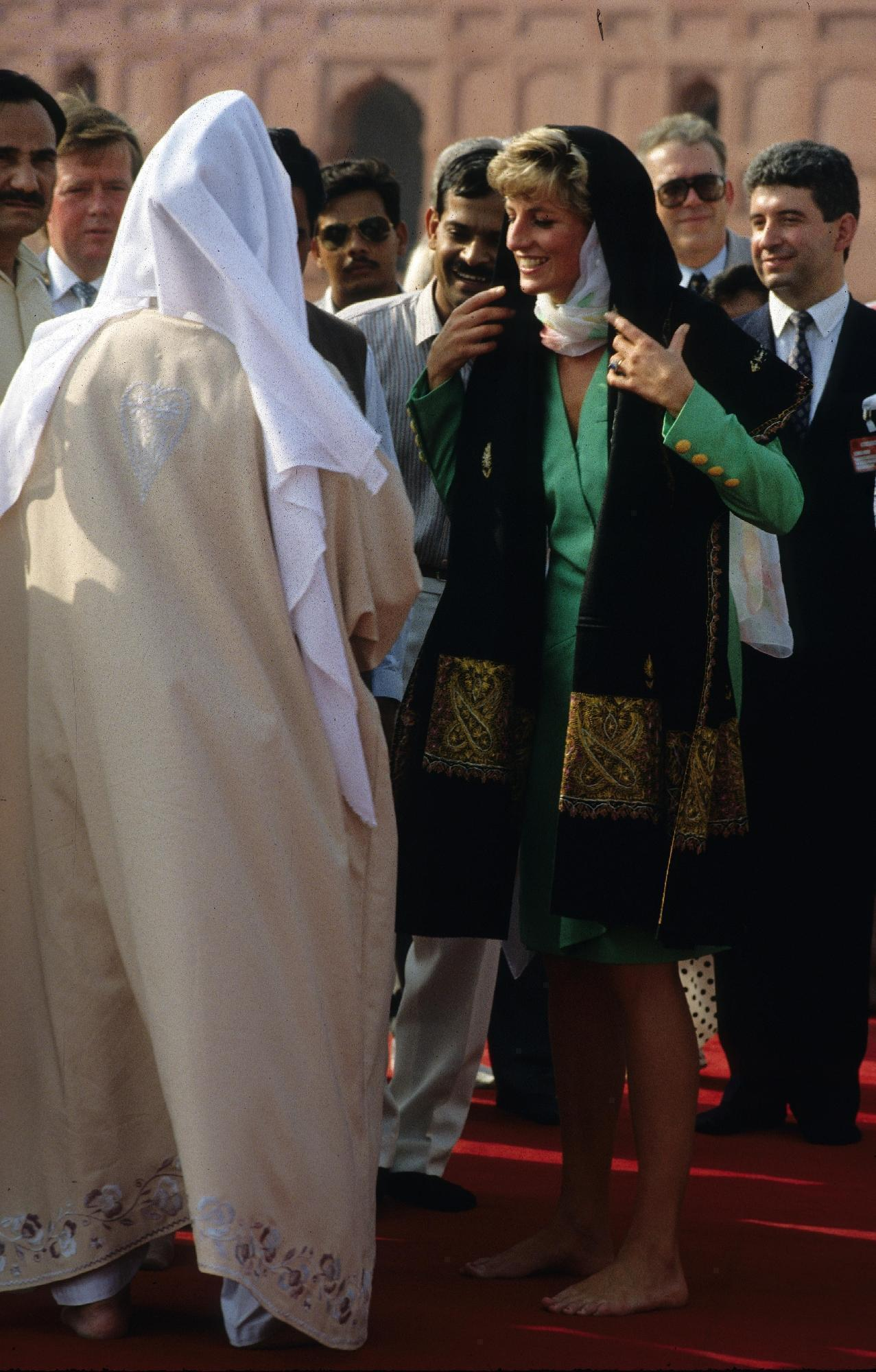 https://pics.wikifeet.com/Princess-Diana-Feet-2694703.jpg