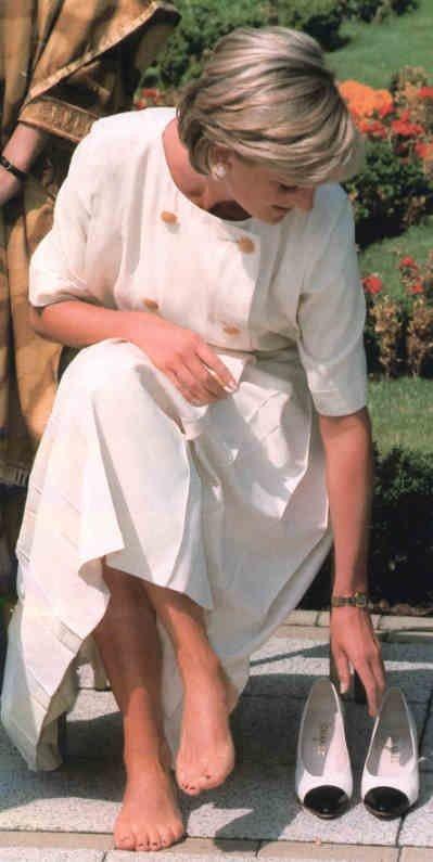 https://pics.wikifeet.com/Princess-Diana-Feet-459054.jpg