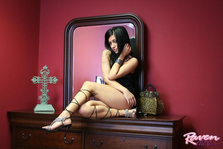 Raven rileys feet