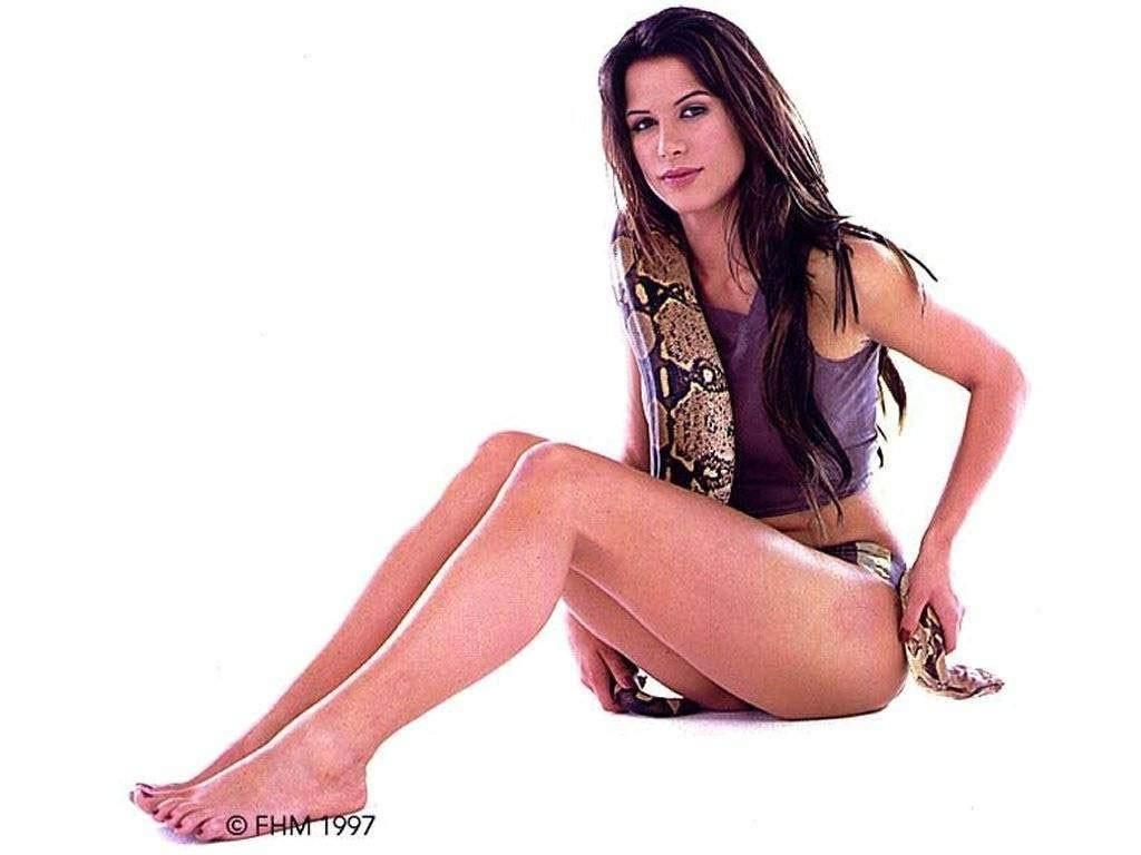 https://pics.wikifeet.com/Rhona-Mitra-Feet-1189706.jpg