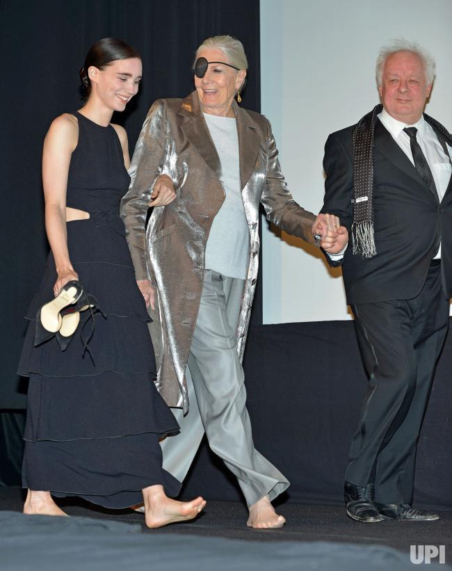 https://pics.wikifeet.com/Rooney-Mara-Feet-2856808.jpg