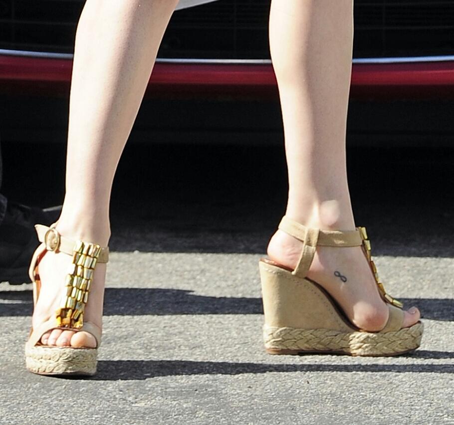 Rose McGowan's Feet