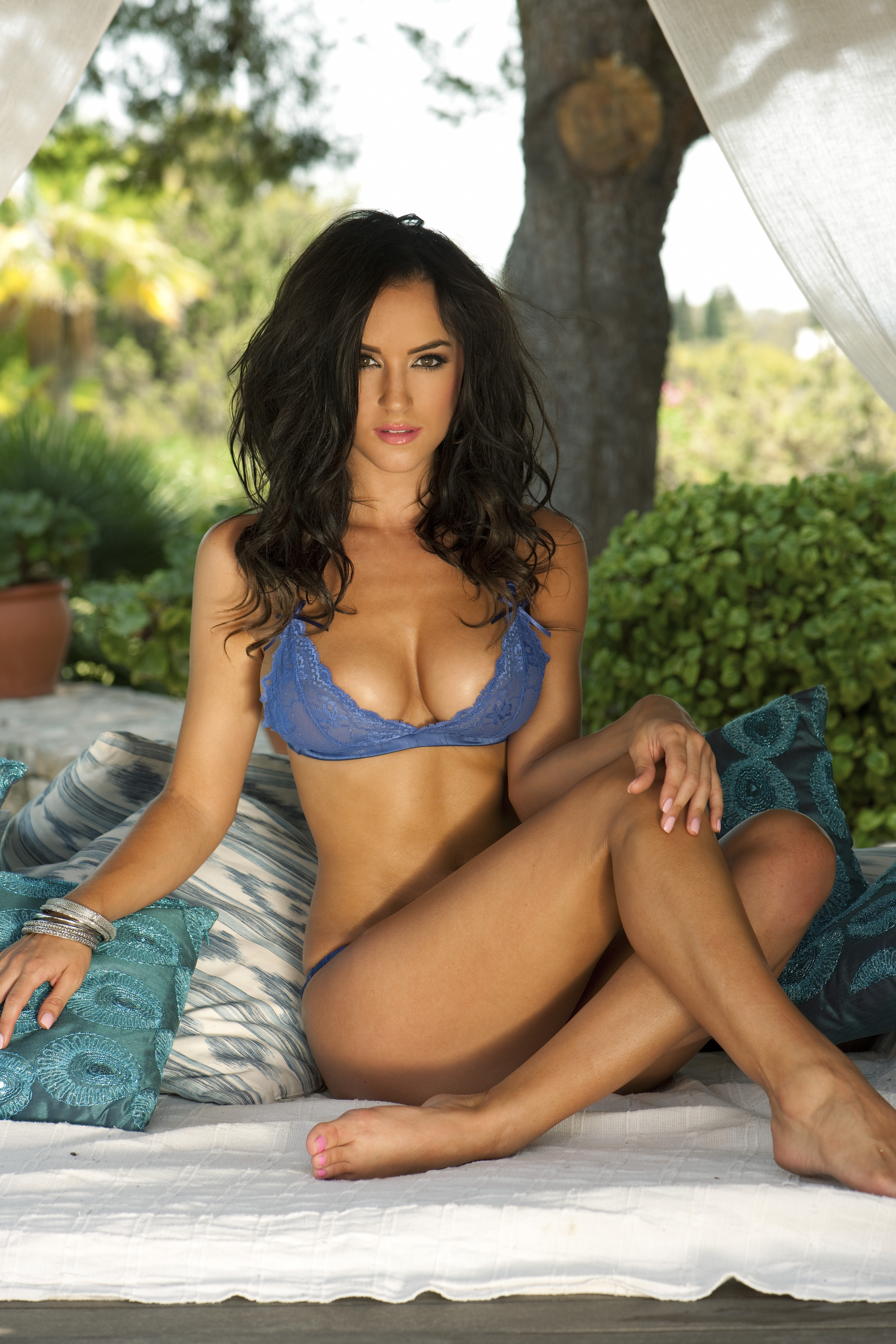 Rosie Jones S Feet Wikifeet She makes regular appearances in magazines such as nuts, front, and loaded. wikifeet