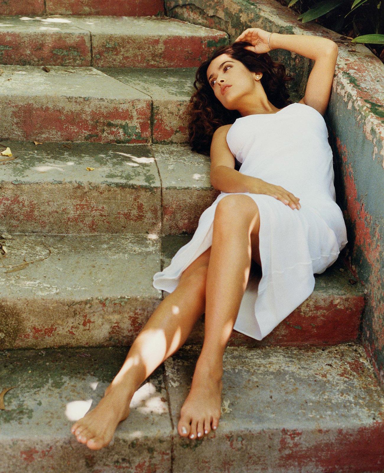 https://pics.wikifeet.com/Salma-Hayek-Feet-38521.jpg