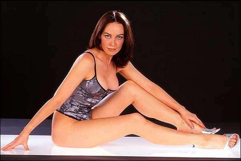 Samantha Robson's Feet: www.wikifeet.com/Samantha_Robson