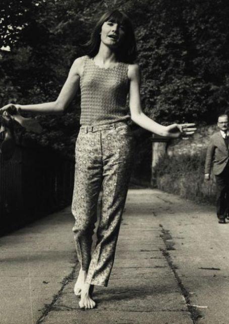 https://pics.wikifeet.com/Sandie-Shaw-Feet-789107.jpg