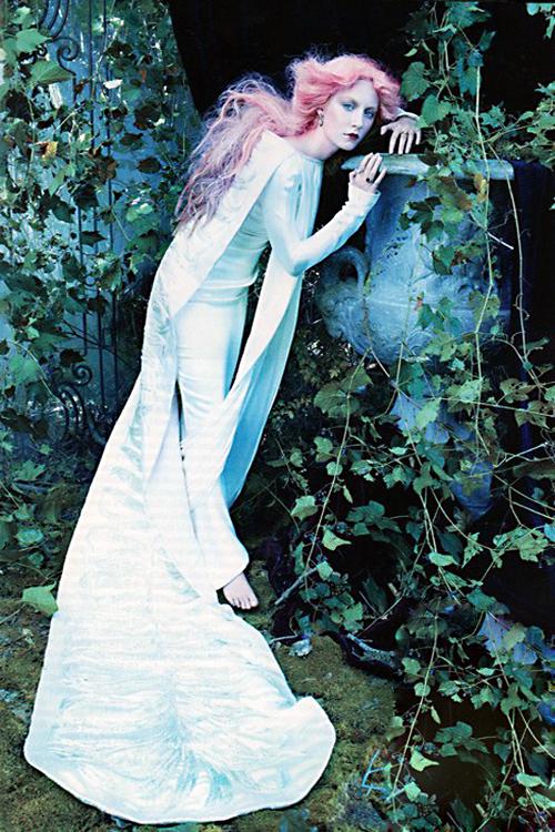 https://pics.wikifeet.com/Saoirse-Ronan-Feet-1540441.jpg