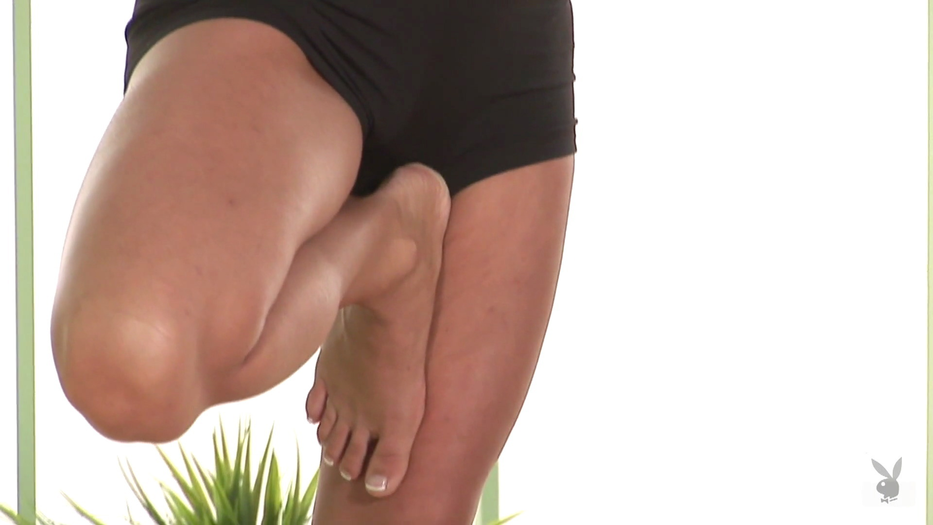 sara jean underwood bare feet