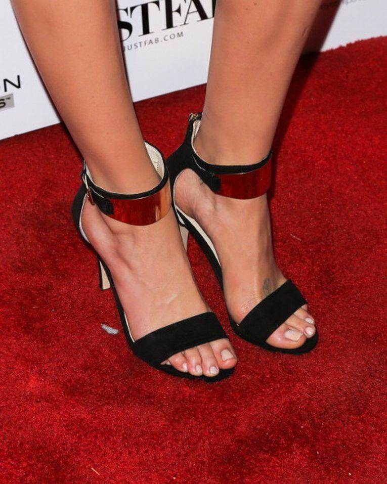 Sarah Dumont's Feet