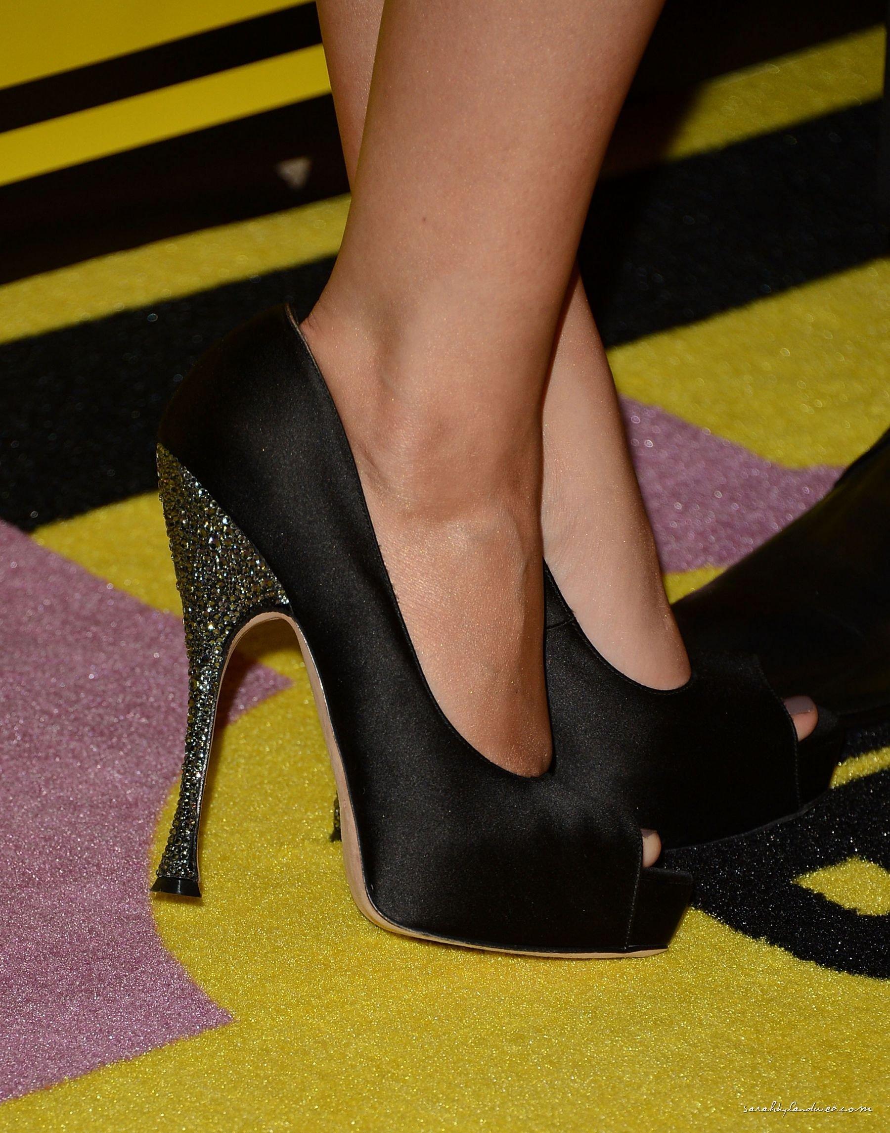 sarah hyland, feet, stopy, stópki