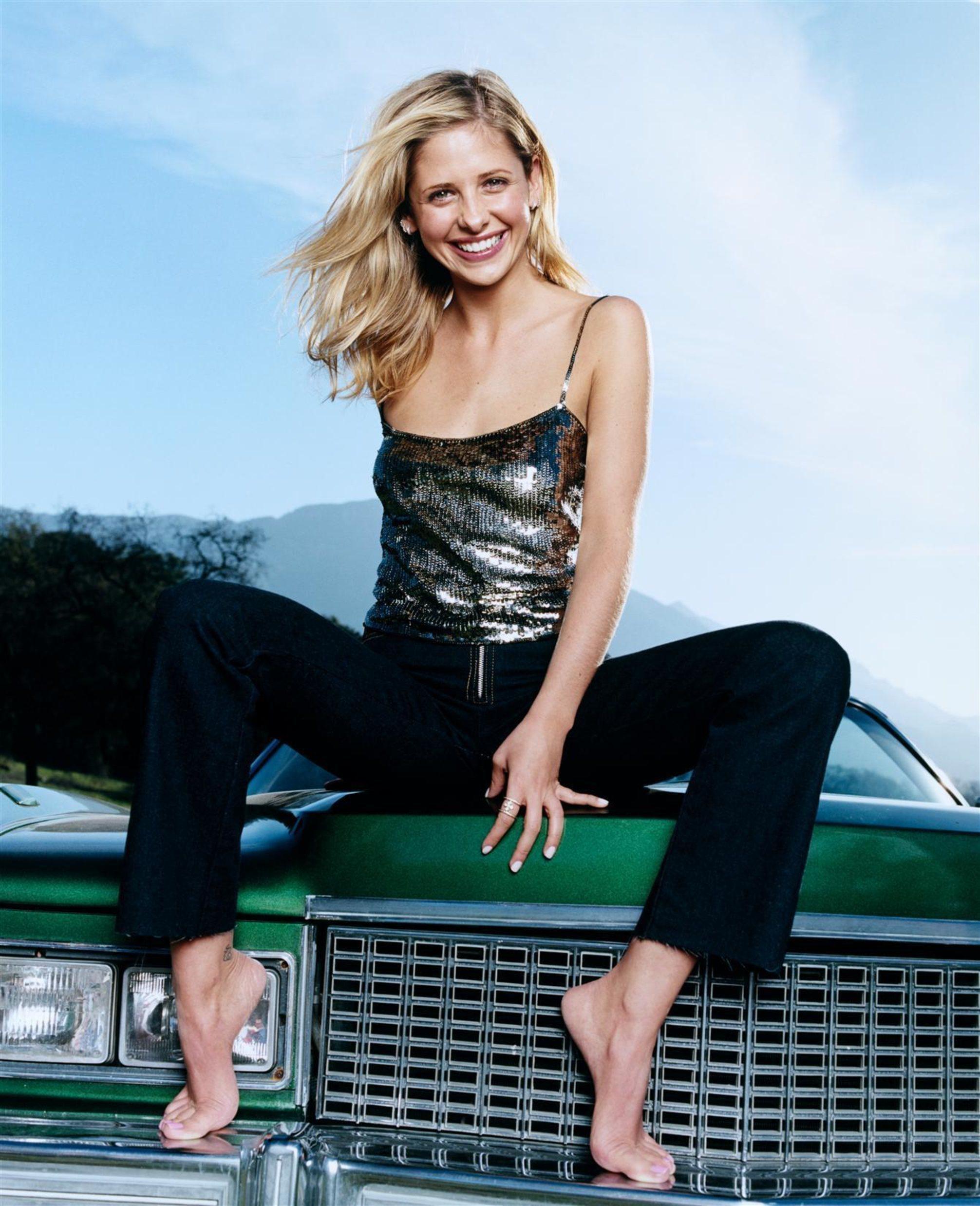 https://pics.wikifeet.com/Sarah-Michelle-Gellar-Feet-2626440.jpg