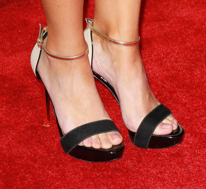 Sarah Shahi Shoe Size