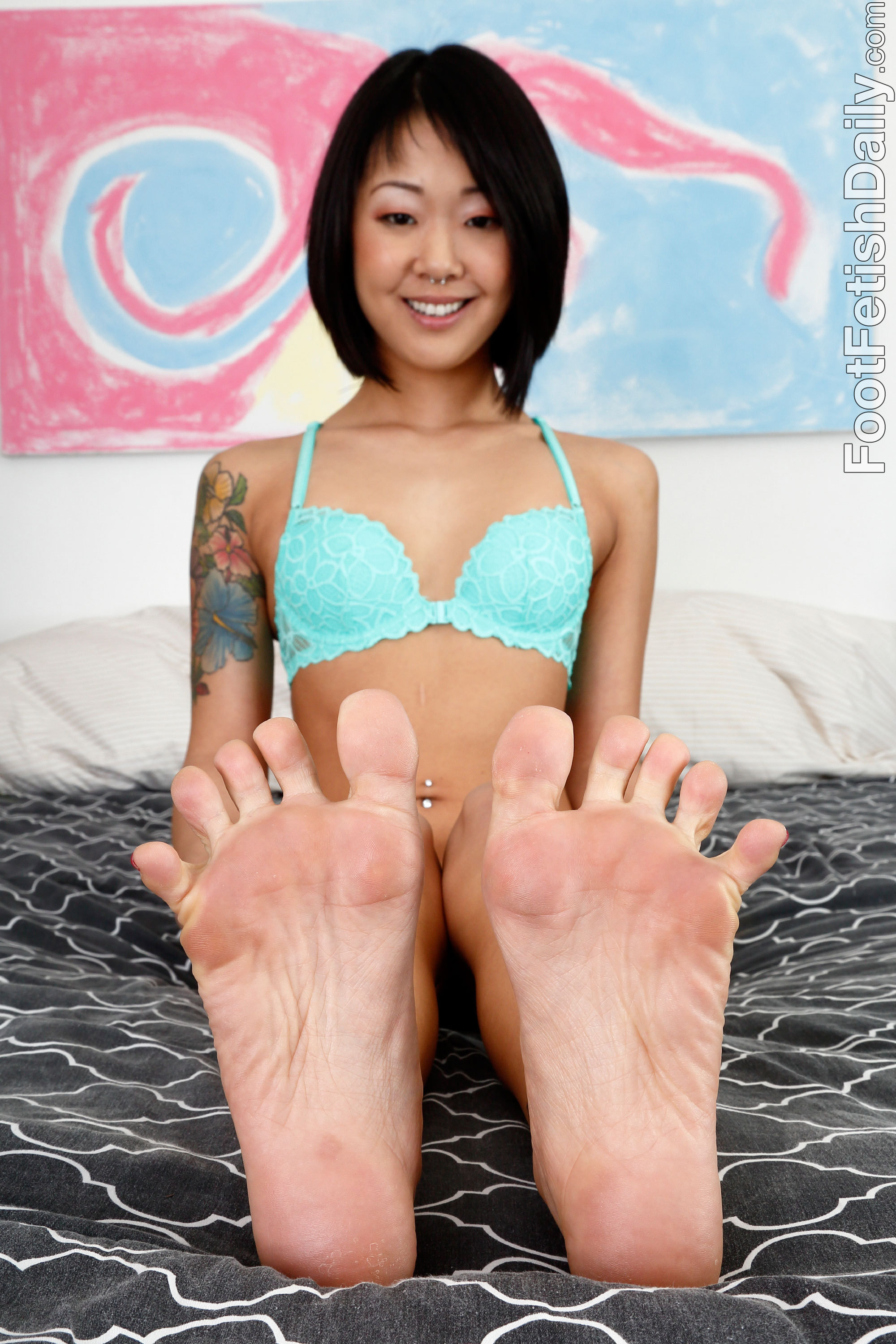 The feet that open like petals of flowers 2