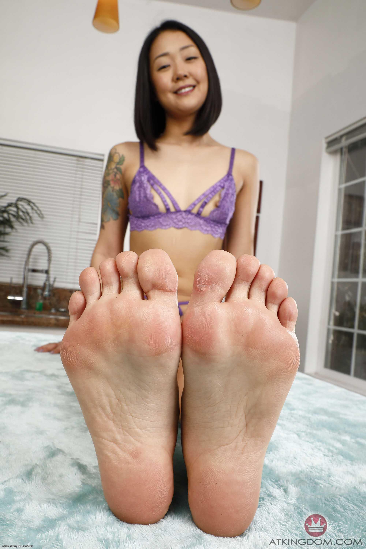 Saya Song Feet