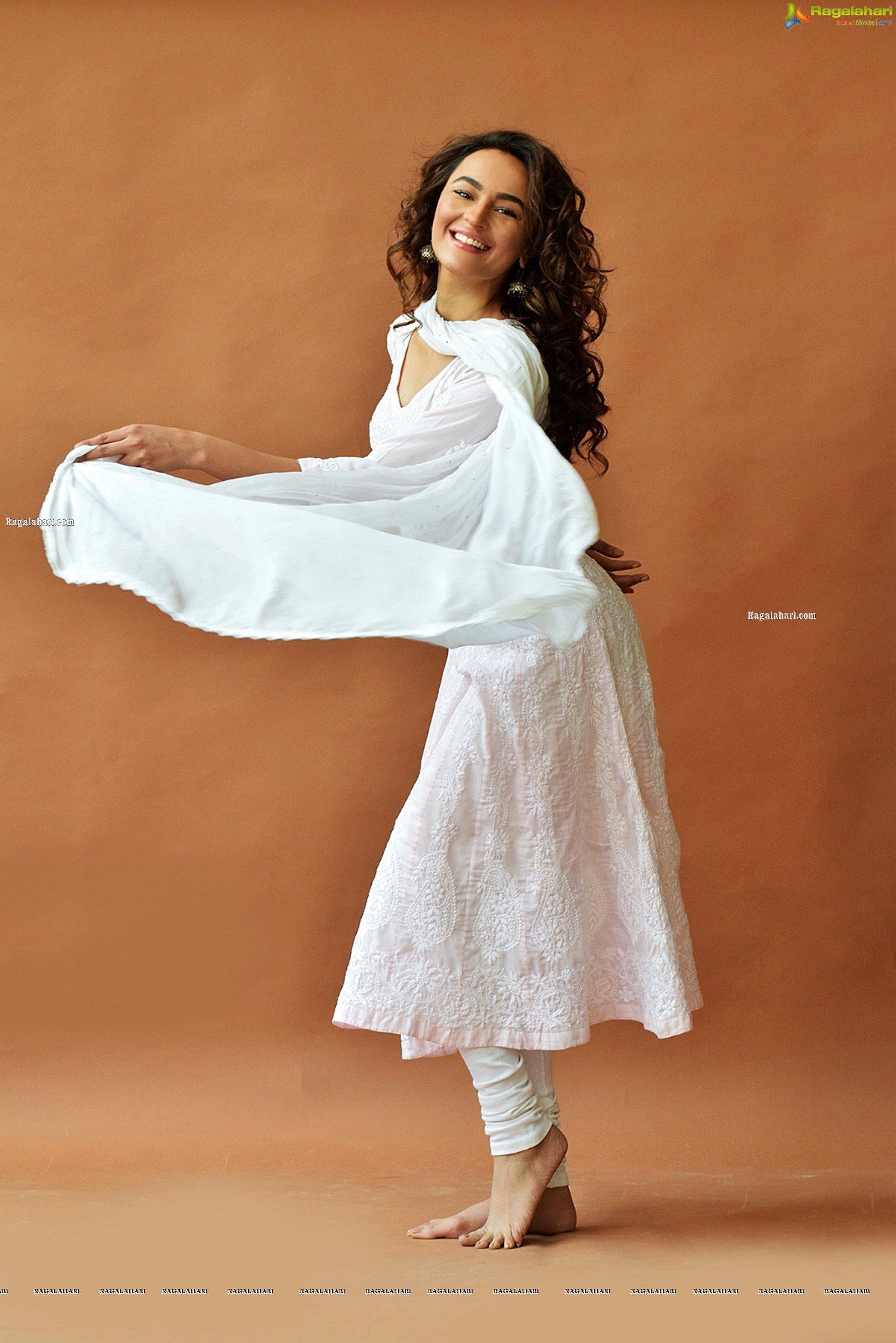 Seerat Kapoor S Feet Wikifeet