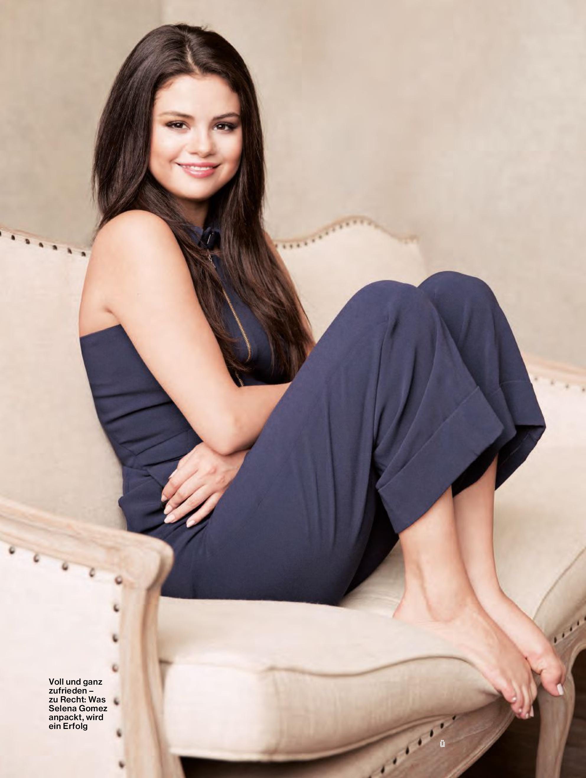 Selena gomez feet pictures