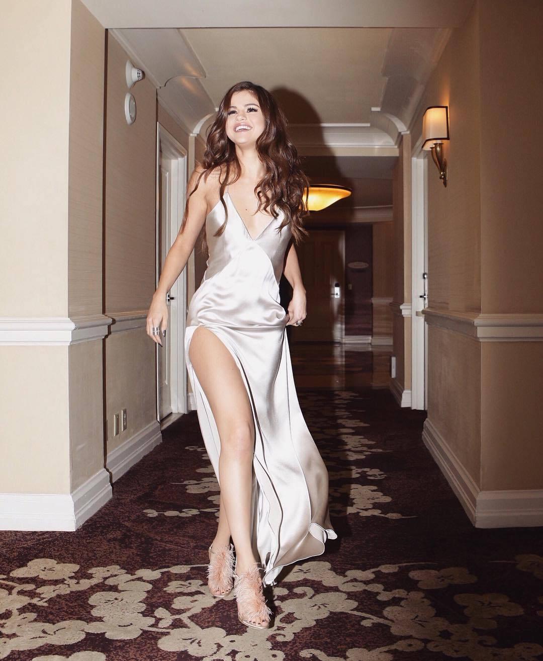 Taki Taki Rumba Dance Mp3: Selena Gomez's Feet