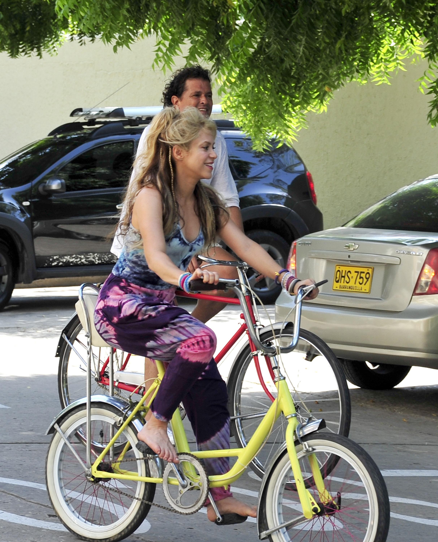 https://pics.wikifeet.com/Shakira-Feet-2523166.jpg
