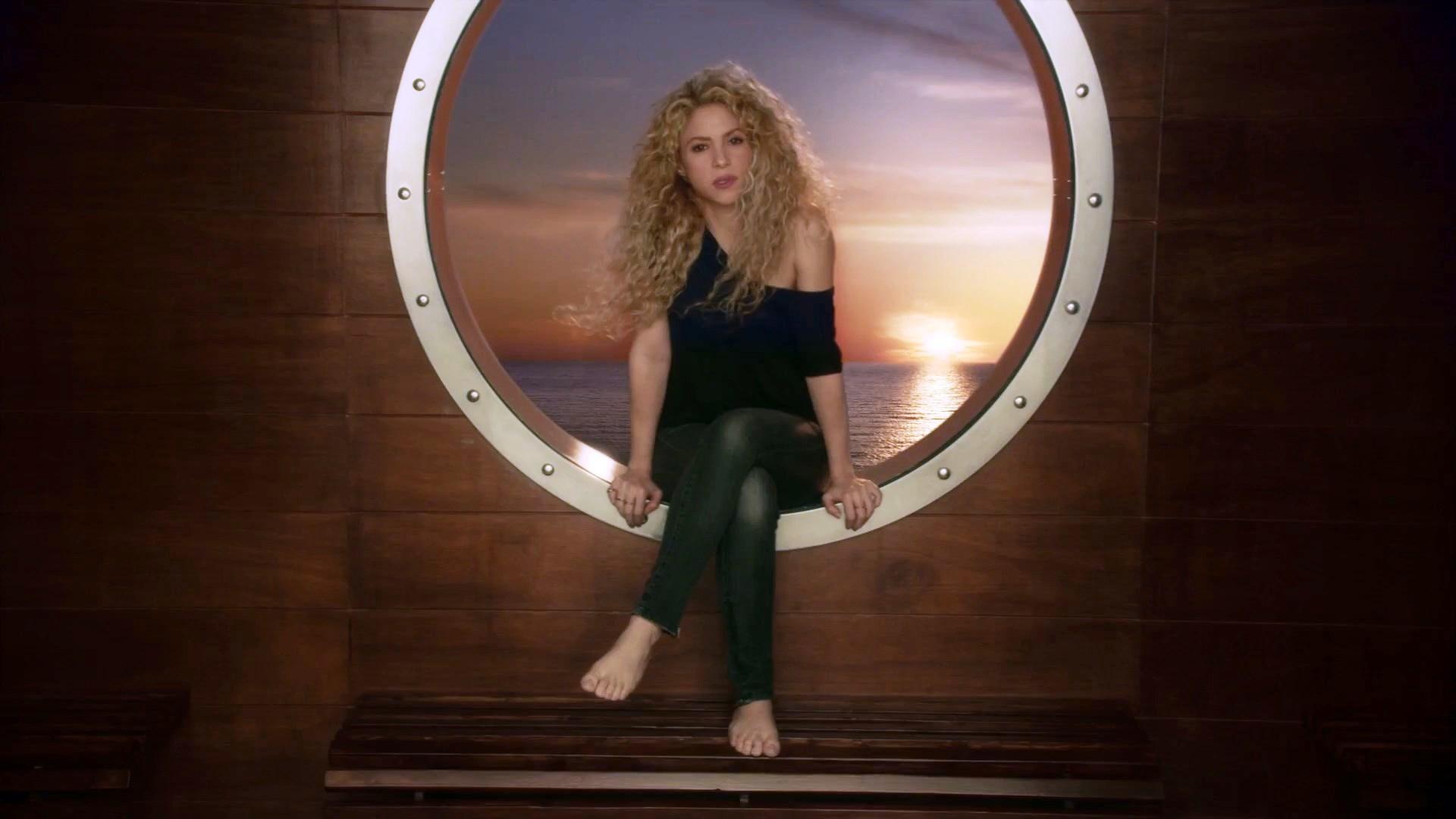 https://pics.wikifeet.com/Shakira-Feet-3161054.jpg