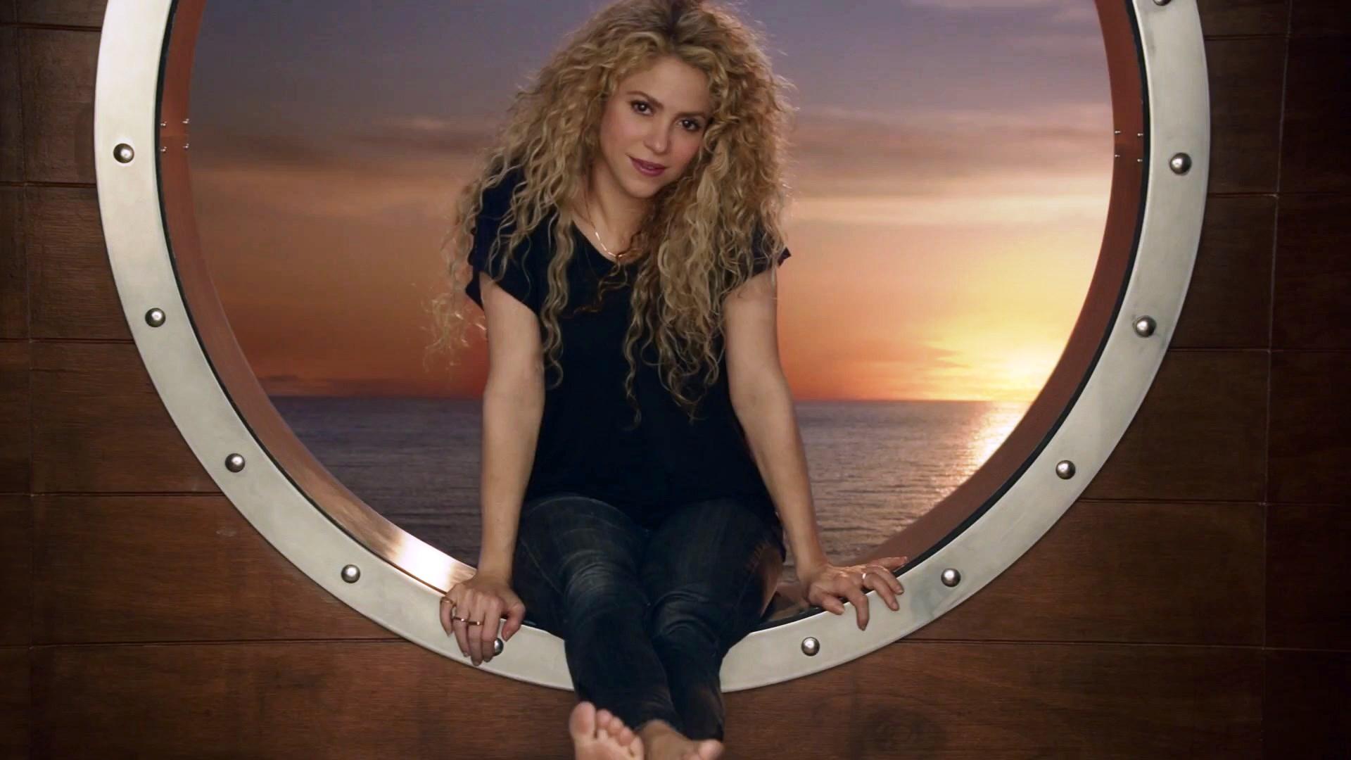 https://pics.wikifeet.com/Shakira-Feet-3161056.jpg