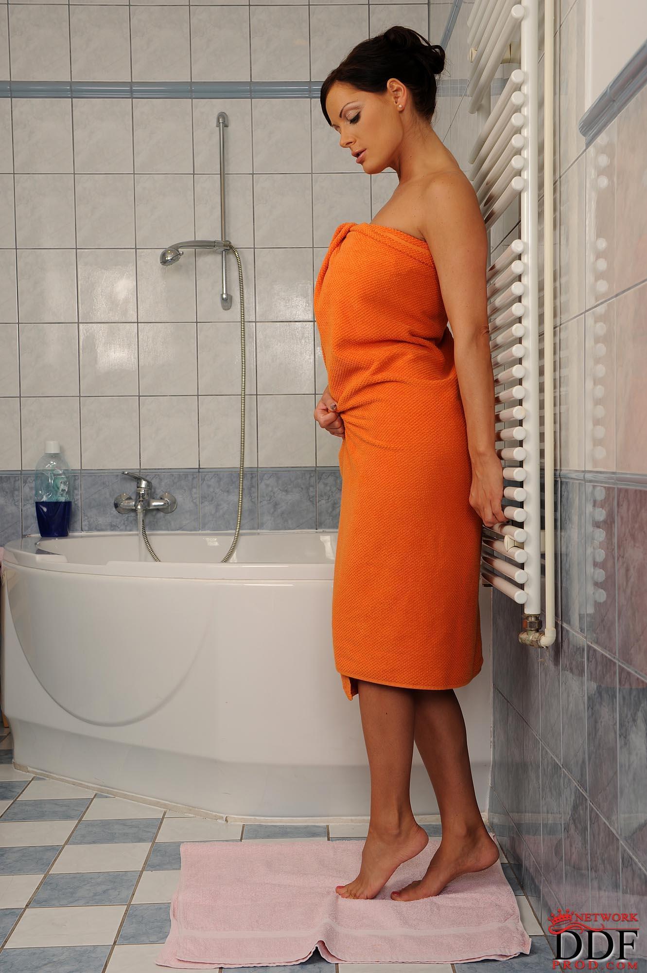 Sheila Grant zeigt Ihre dünnen Beine