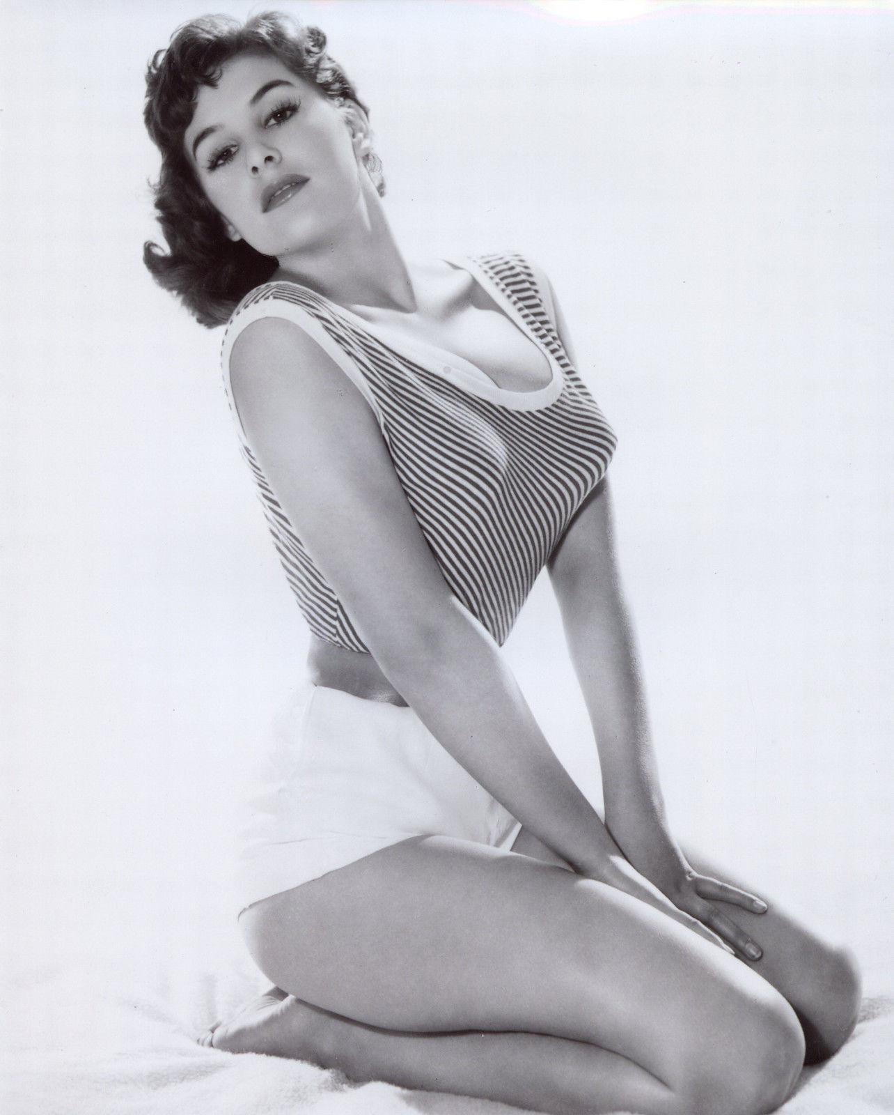 Sally Boyden (singer),Jennylyn Mercado (b. 1987) Hot tube Mikie Hara (b. 1987),Gary Farmer