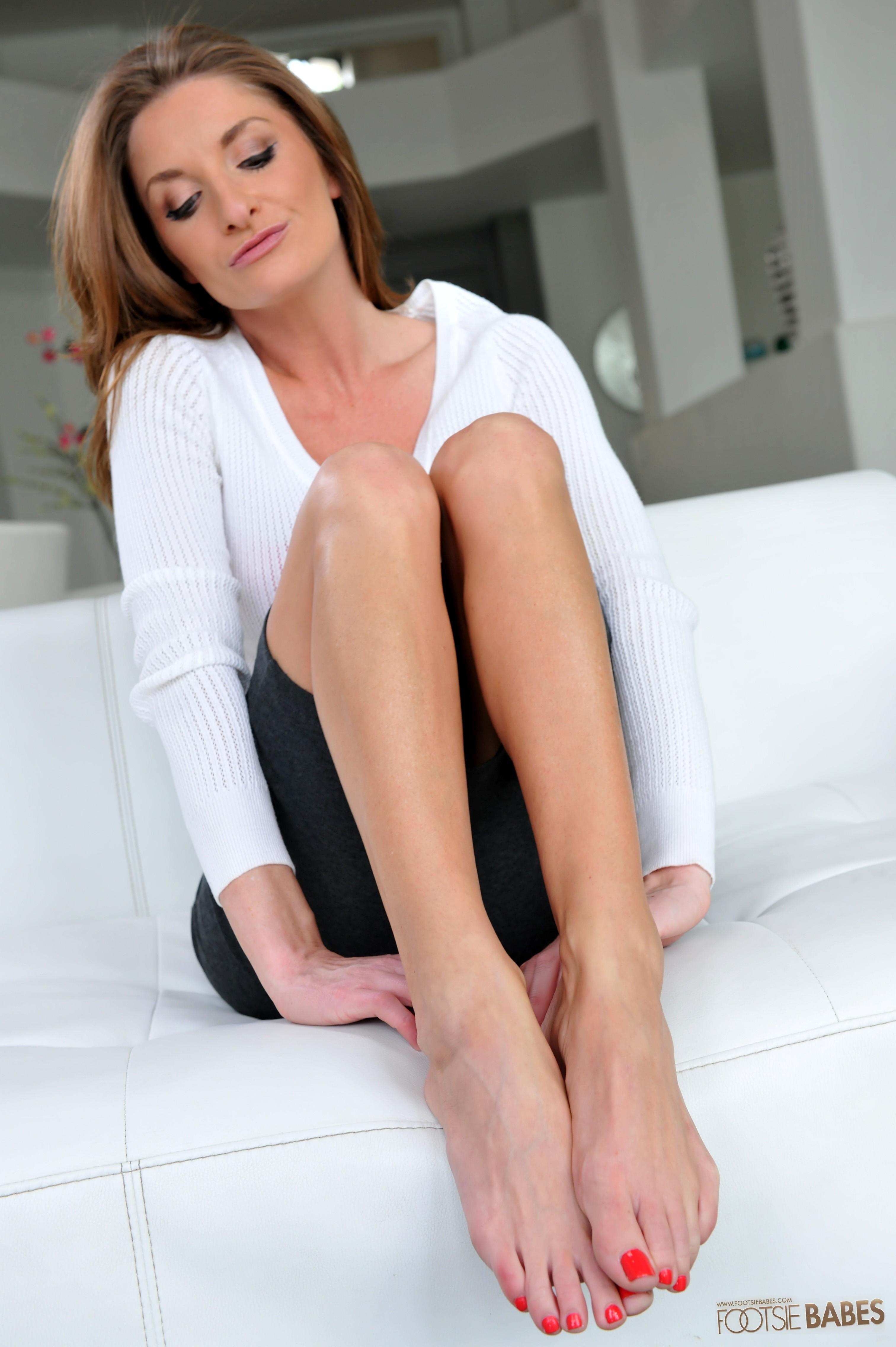 silvia saige's feet << wikifeet