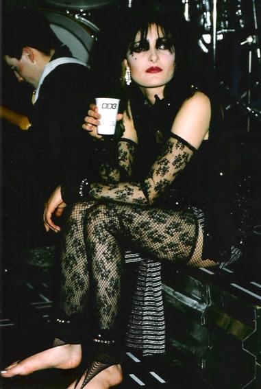 https://pics.wikifeet.com/Siouxsie-Sioux-Feet-566073.jpg