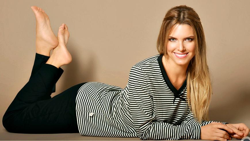 http://pics.wikifeet.com/Sof%C3%ADa-Zamolo-Feet-684484.jpg